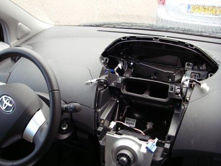 Dashboard Toyota Yaris uit elkaar