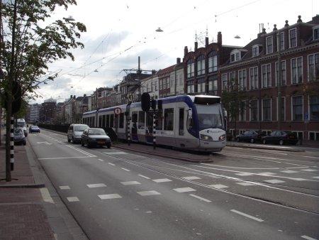 Randstadrail komt uit de tramtunnel in Den Haag