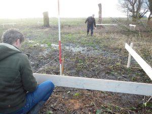 Bouwbedrijf Capelle Oosterland bezig met uitzetten woning